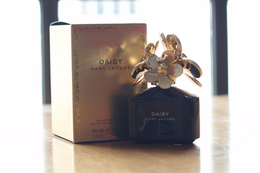 marc jacobs perfume daisy box images. Black Bedroom Furniture Sets. Home Design Ideas